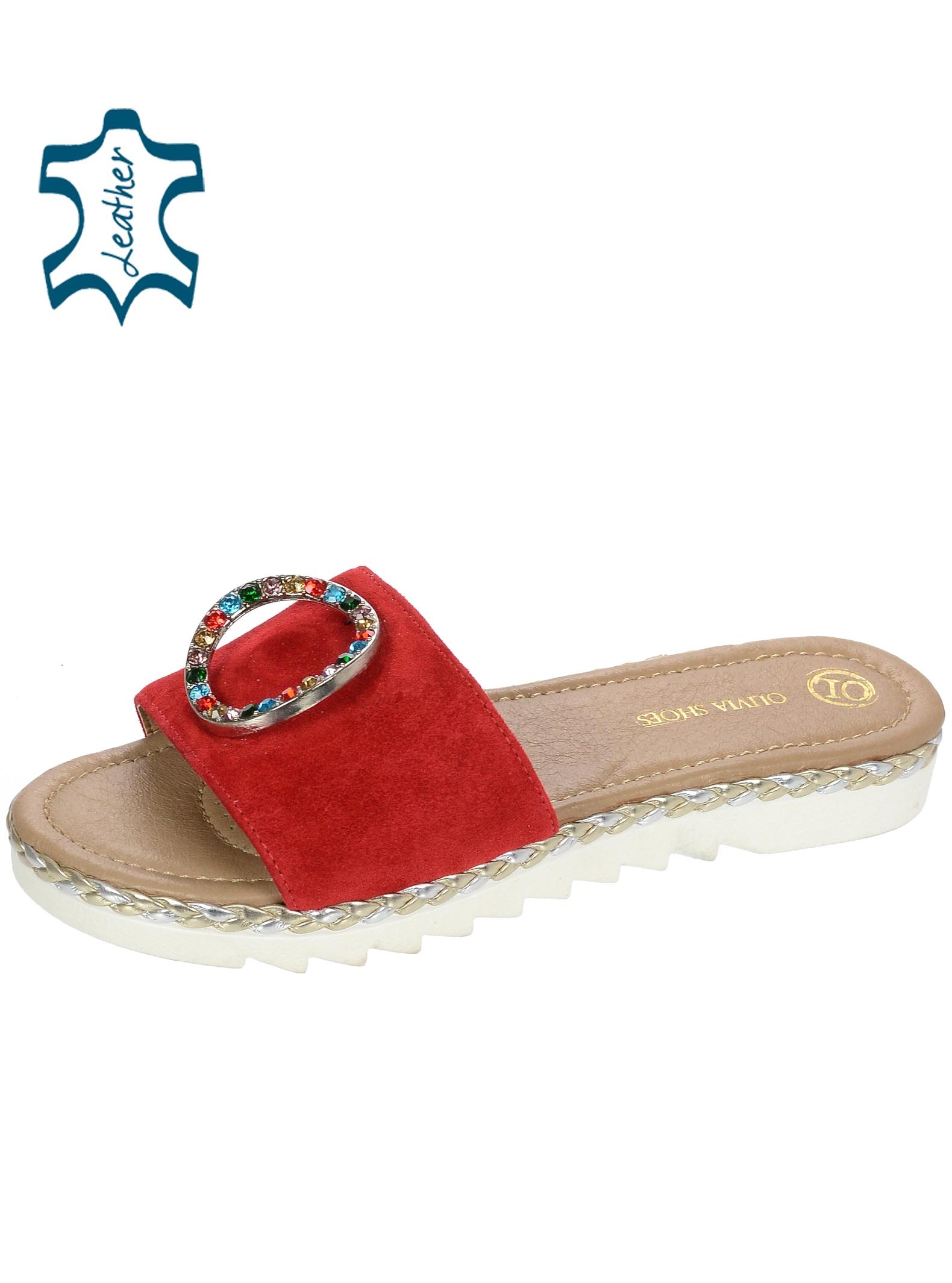 Červené kožené pantofle s barevnou ozdobou CA540