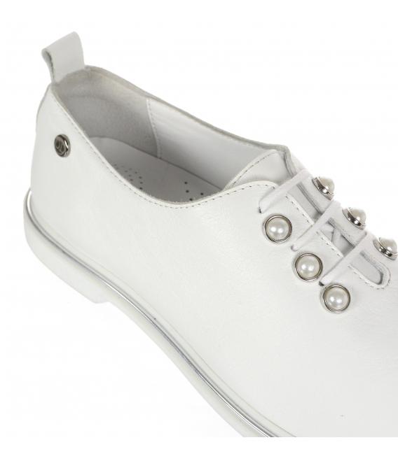 Bílé dámské kožené polobotky s perlami D-741