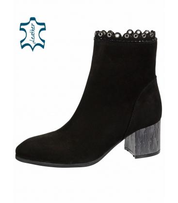 Černé elegantní kotníkové boty s jemným vzorem a metalickým podpatkem 1953303K