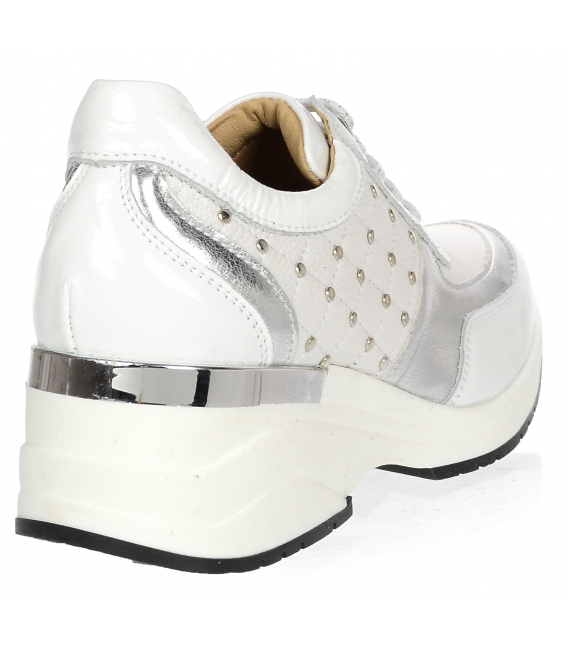 Bílo-stříbrné stylové tenisky s ozdobnými aplikacemi DTE3304