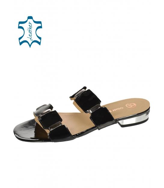 Bílé pantofle se stříbrnými aplikacemi DSL2217