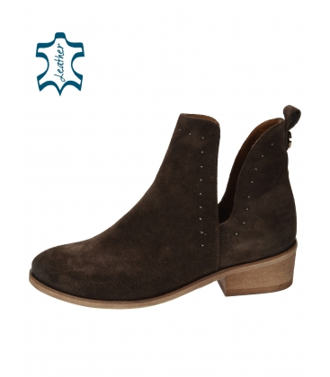 Hnědé vykrojené kotníkové boty z broušené kůže 2263