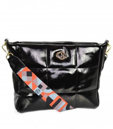 Černá lesklá prošívaná kabelka se stylovým páskem WANDA