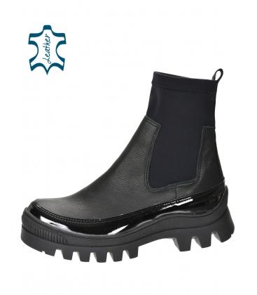 Černé kotníkové kozačky s elastickým materiálem DKO2276