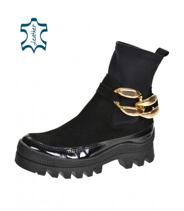 Černé kotníkové lakované kozačky s elastickým materiálem s ozdobou ZENA DKO2284